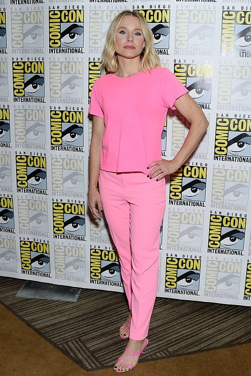 kristen-bell-pink-tee-and-pants-at-comic-con.jpg