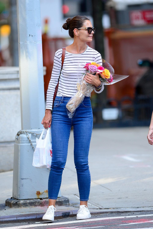 katie-holmes-j-brand-blue-skinny-jeans-in-new-york.jpg