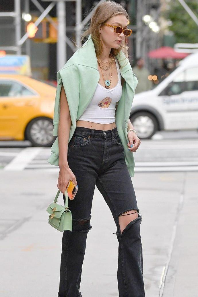 gigi-hadid-redone-black-ripped-jeans.jpg