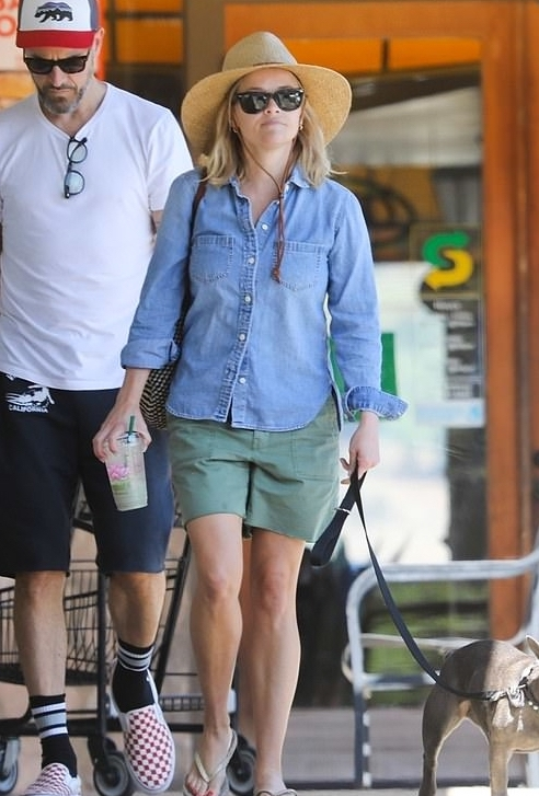 reese-witherspoon-denim-button-down-shirt.jpg