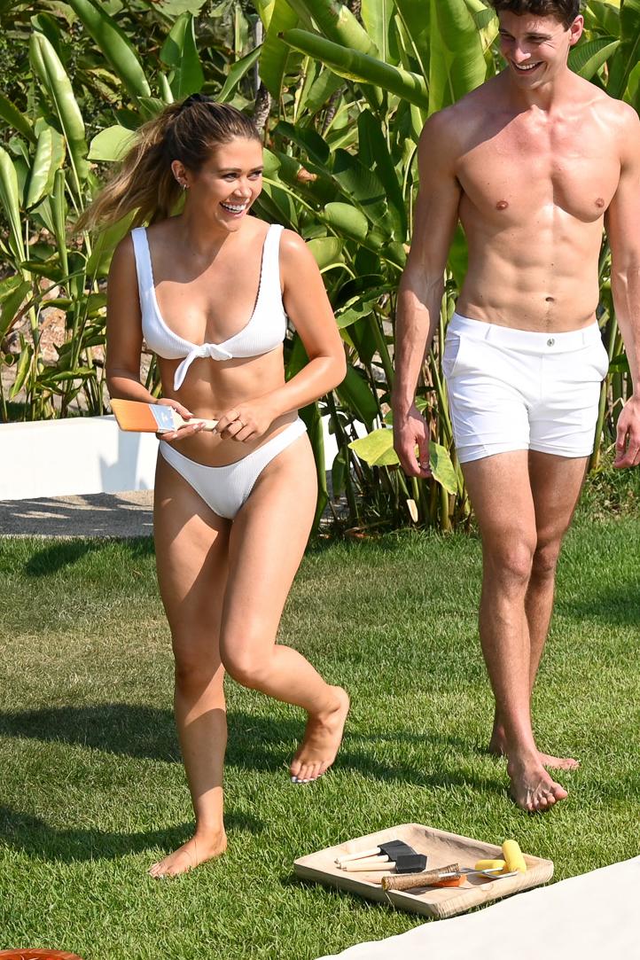 caelynn-miller-keyes-forevor-21-white-bikini-tie-top.jpg