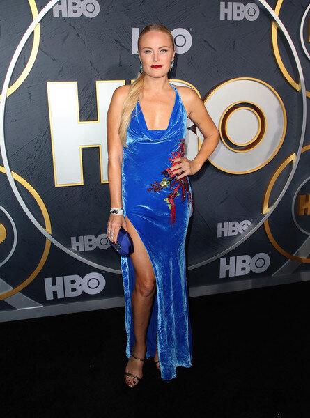 malin-akerman-cushnie-blue-velvet-dress.jpg