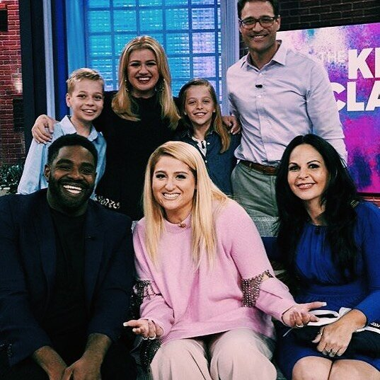 meghan-trainor-pink-sweater-on-the-kelly-show.jpg