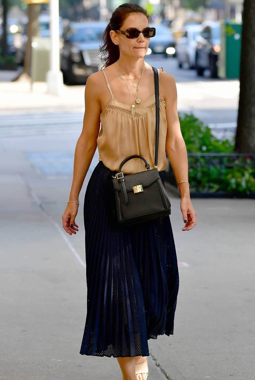 katie-holmes-navy-pleated-skirt.jpg
