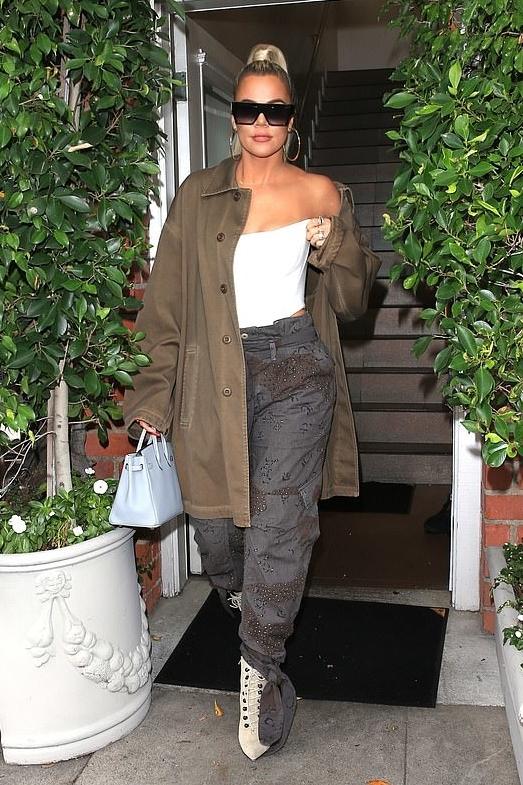 khloe-kardashian-yeezy-brown-jacket.jpg