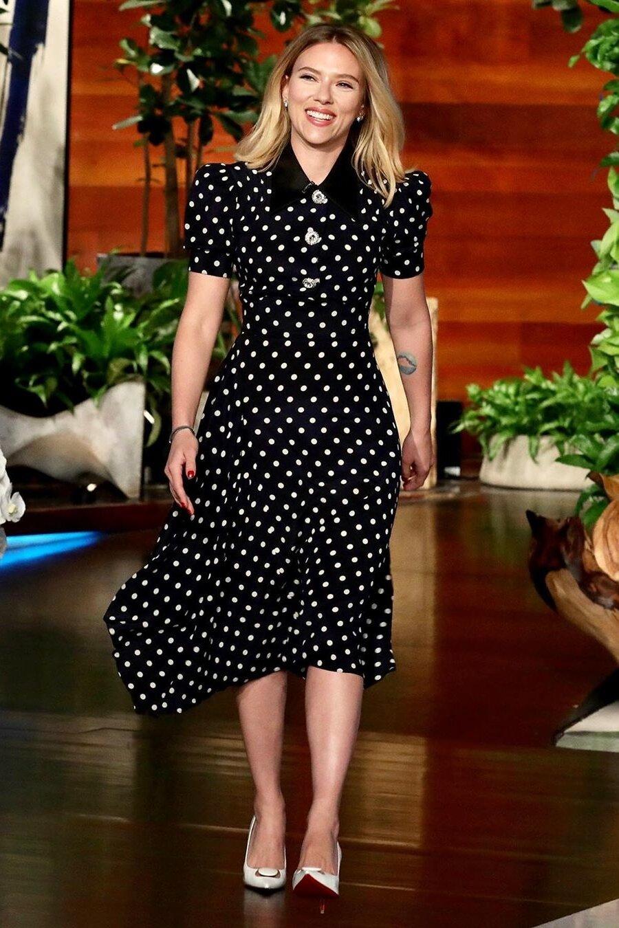 scarlett-johansson-blcak-polka dot-dress.jpg