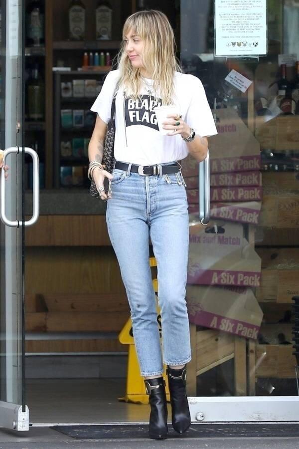 miley-cyrus-redone-blue-skinny-jeans.jpg