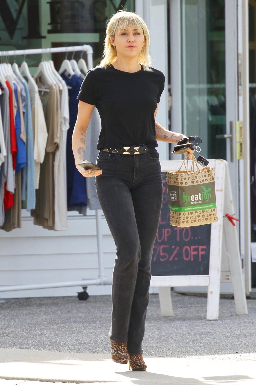 miley-cyrus-black-reformation-jeans.jpg