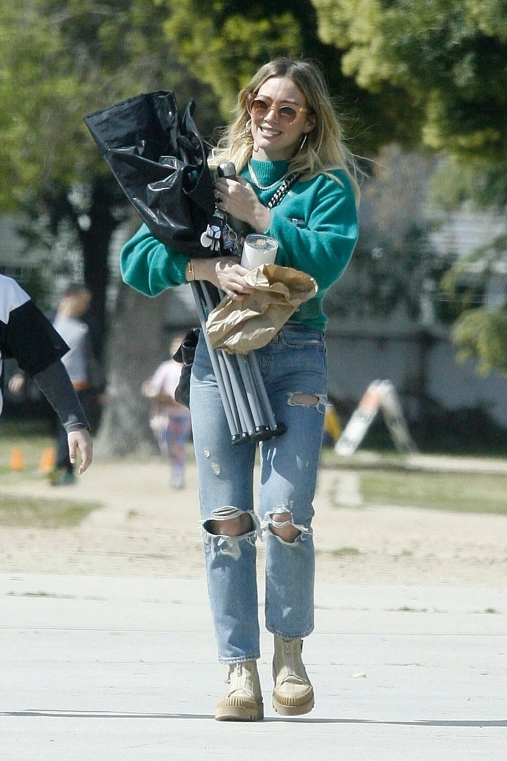 hilary-duff-levis-ripped-jeans.jpg