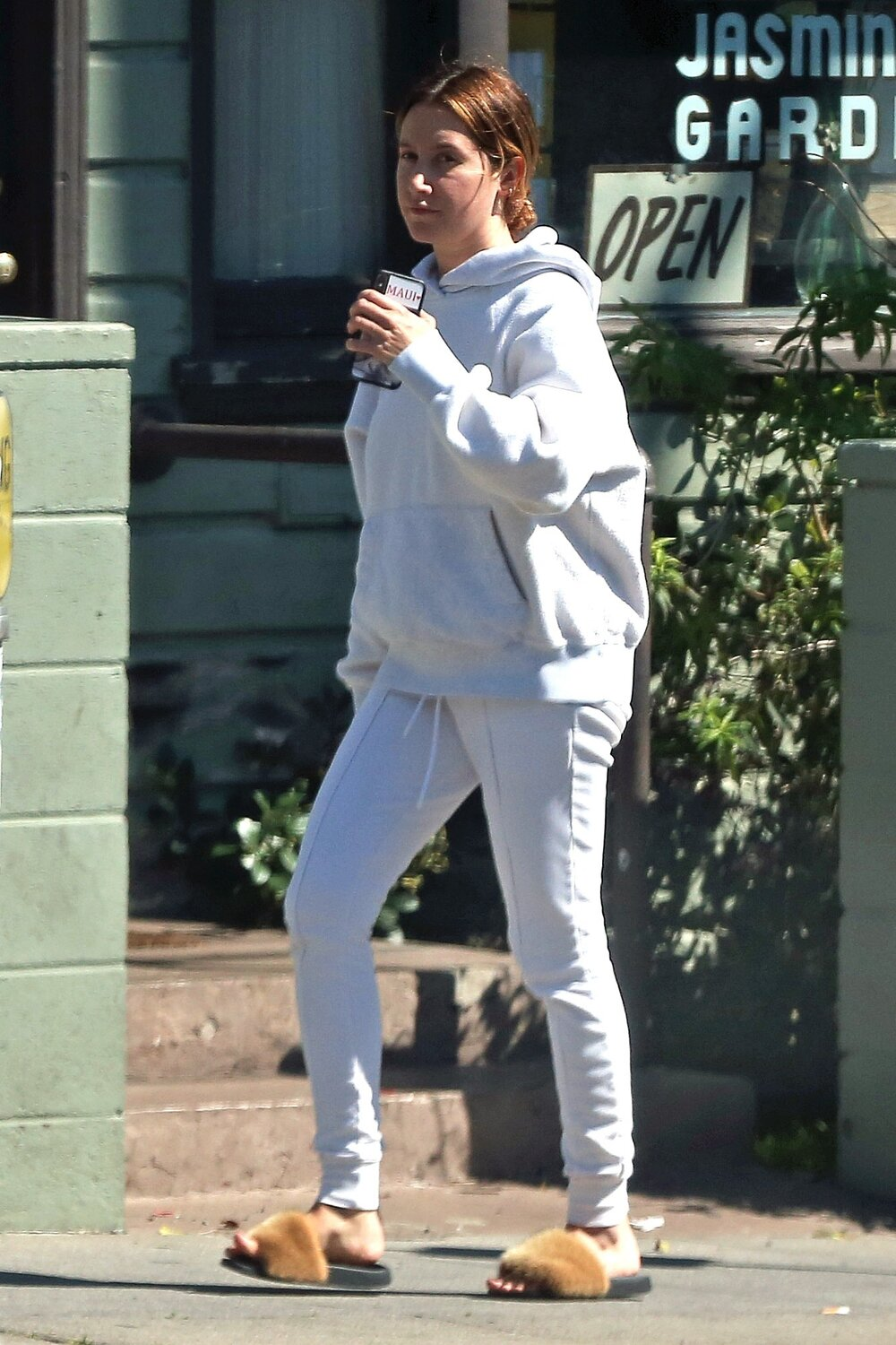 givenchy-white-joggers-los-angeles.jpg