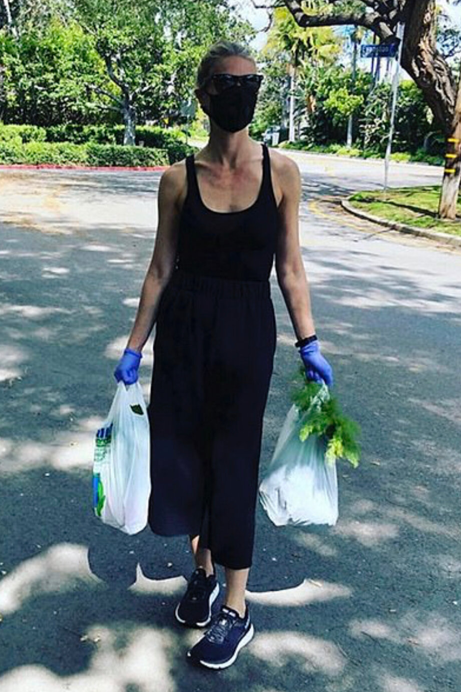 gwyneth-paltrow-black-axi-dress-farmers-market.jpg