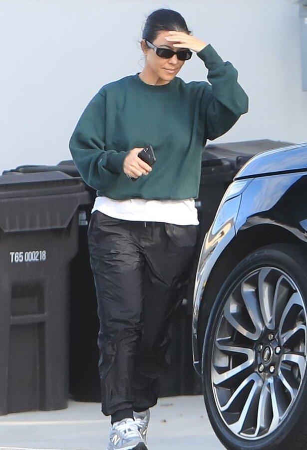 kourtney-kardashian-grey-sneakers.jpg