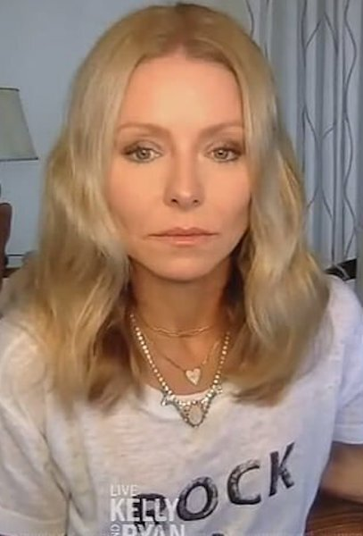 kelly-ripa-white-rock-and-roll-tee-live-with-kelly-and-ryan.jpg