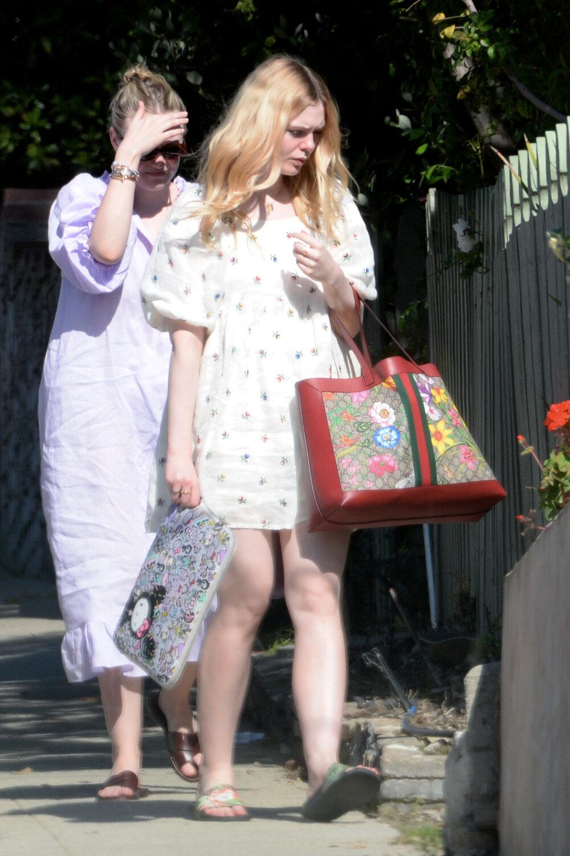 elle-fanning-gucci-floral-tote-bag.jpg