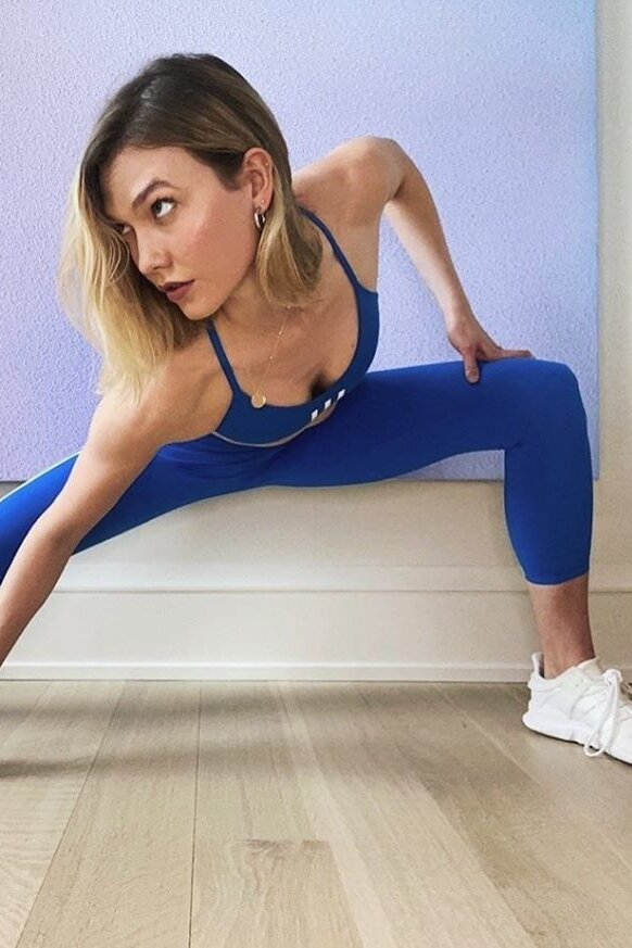 karlie-kloss-blue-leggings.jpg