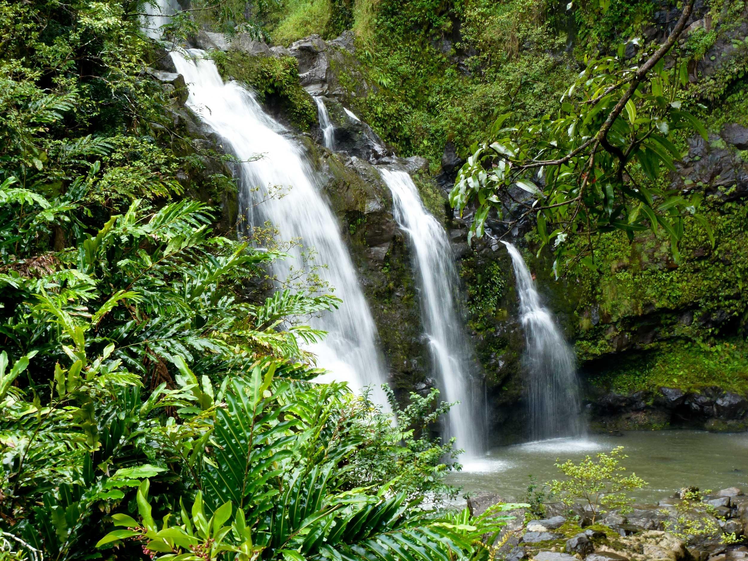 waterfall-969228.jpg