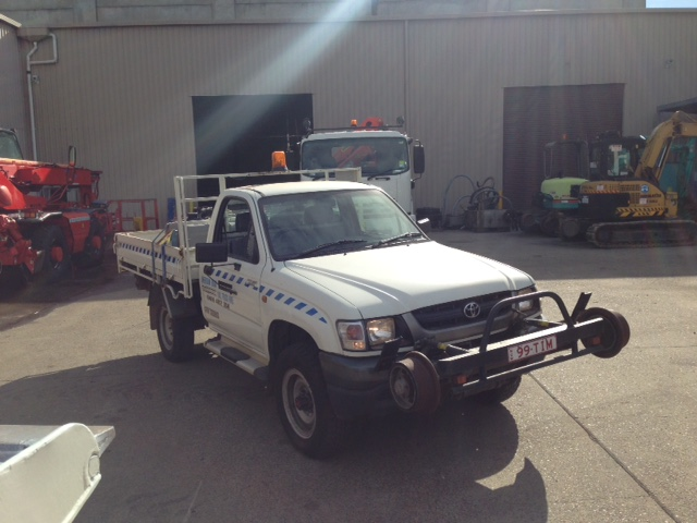99TIM-Hirail-Toyota-Hilux-Refuelling-Vehicle-Tray-7.jpg