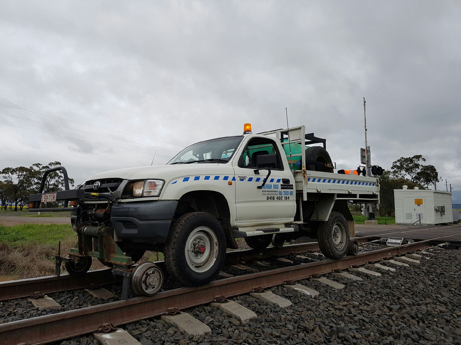 99TIM-Hirail-Toyota-Hilux-Refuelling-Vehicle-Tray-5.jpg
