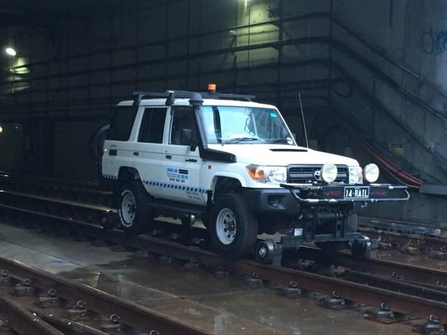 14RAIL-Hirail-Toyota-Landcruiser-8.jpg