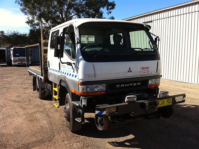 XJD702-Hirail-Dual-Cabl-4WD-Crane-Truck-Mitsubishi-Canter-3.jpg