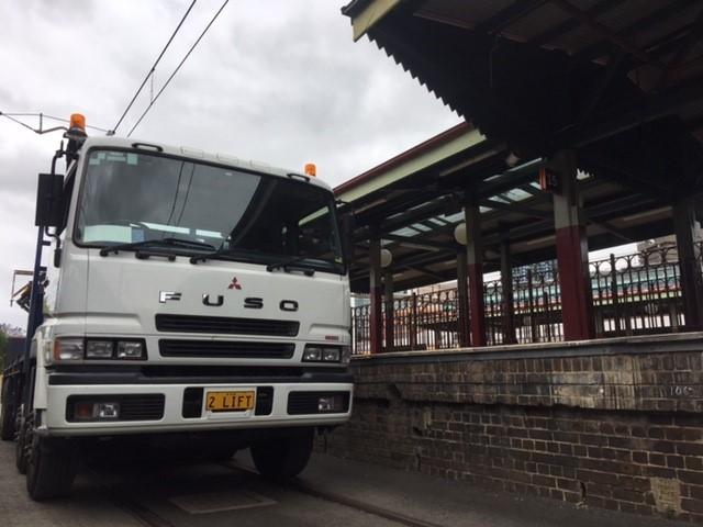 2LIFT-8-Wheeler-Rear-Mount-Crane-Truck-1.jpg