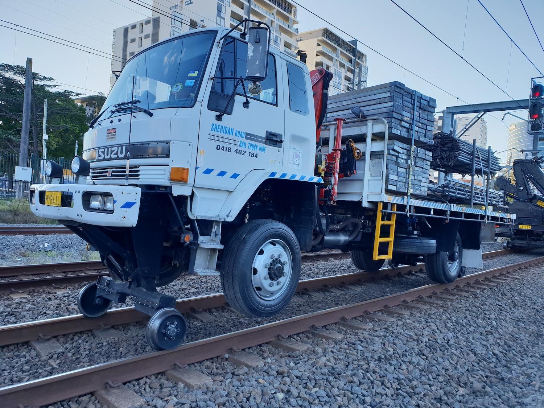 HYRAIL-FTS700-Isuzu-Hirail_Crane-Truck-7.jpg