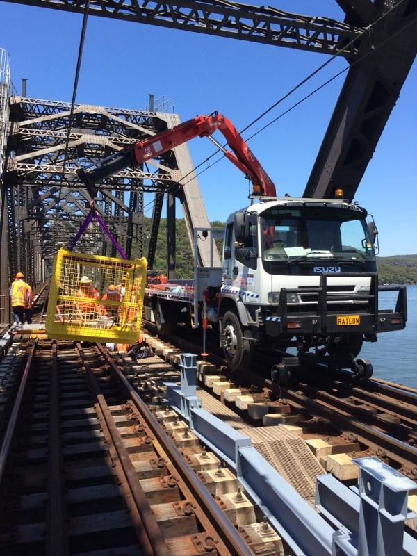 RAILON-Hirail-Crane-Truck-Isuzu-FVR13-8.jpg