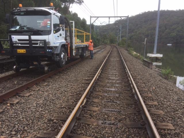 RAILON-Hirail-Crane-Truck-Isuzu-FVR13-17.jpg