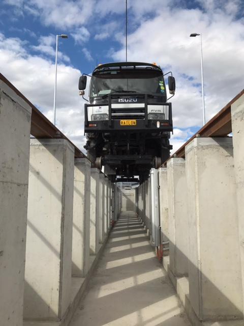 RAILON-Hirail-Crane-Truck-Isuzu-FVR13-20.jpg