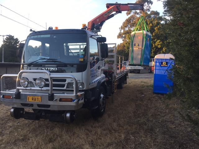 IRAIL-Hirail-Jet-Vacuum-Crane-Truck-FVR32-Isuzu-2.jpg