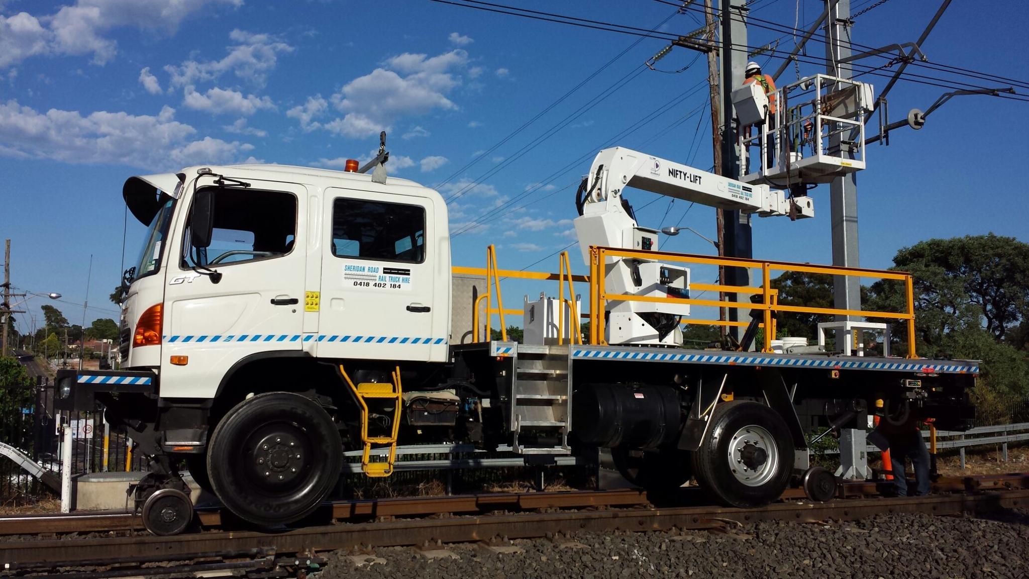 2LIFTU-Hirail-Cherry-Picker-EWP-4WD-Dual-Cab-Hino-7.jpg