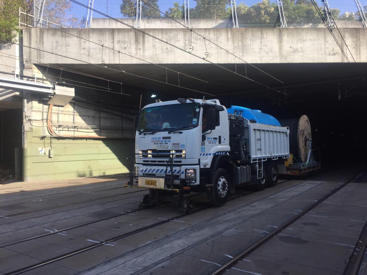 IBLAST-Isuzu-Hirail-Water-Blaster-10000L-Tipper-Tow-Truck-8.jpg