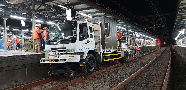 8MTRAY-Isuzu-Hirail-Table-Top-Work-Platform-2.jpg