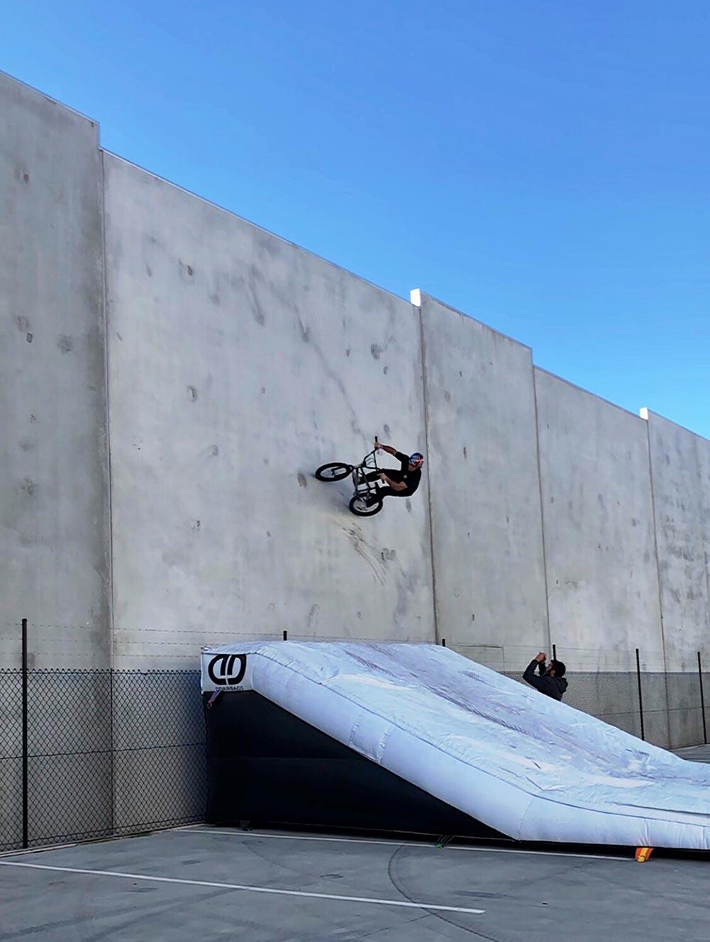 ddairbags-bmx-lander-wall-ride-02.jpg