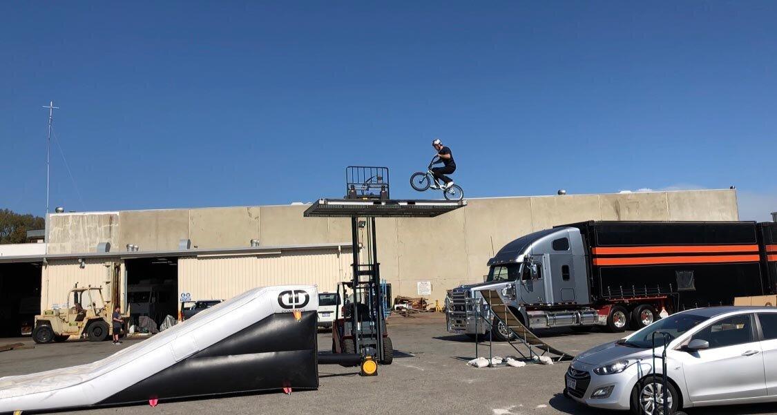 dd-airbags-bmx-jump-truck-02.jpg