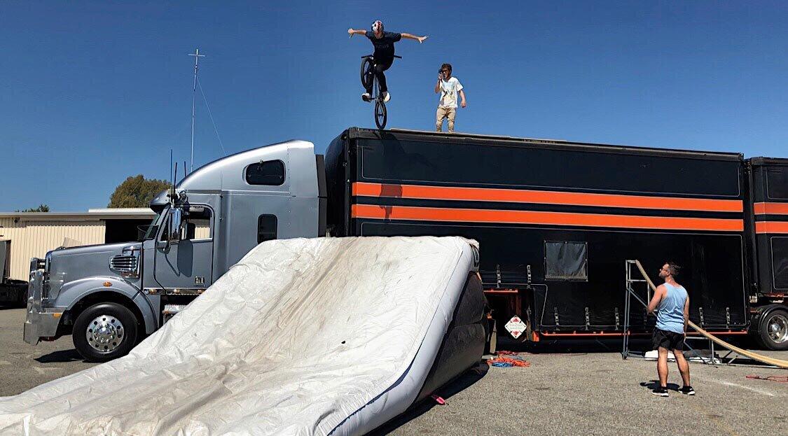 dd-airbags-bmx-jump-truck-03.jpg