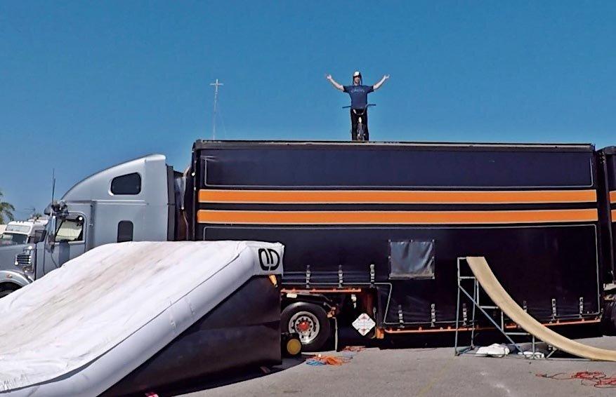 dd-airbags-bmx-jump-truck-05.jpg