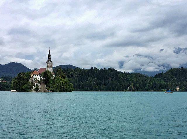 La Slovénie, avant OD. Moins chère que ses voisines (l'Autriche, l'Italie et l'Allemagne), mais avec des paysages qui n'ont pas de prix. @juliesnyderofficielle