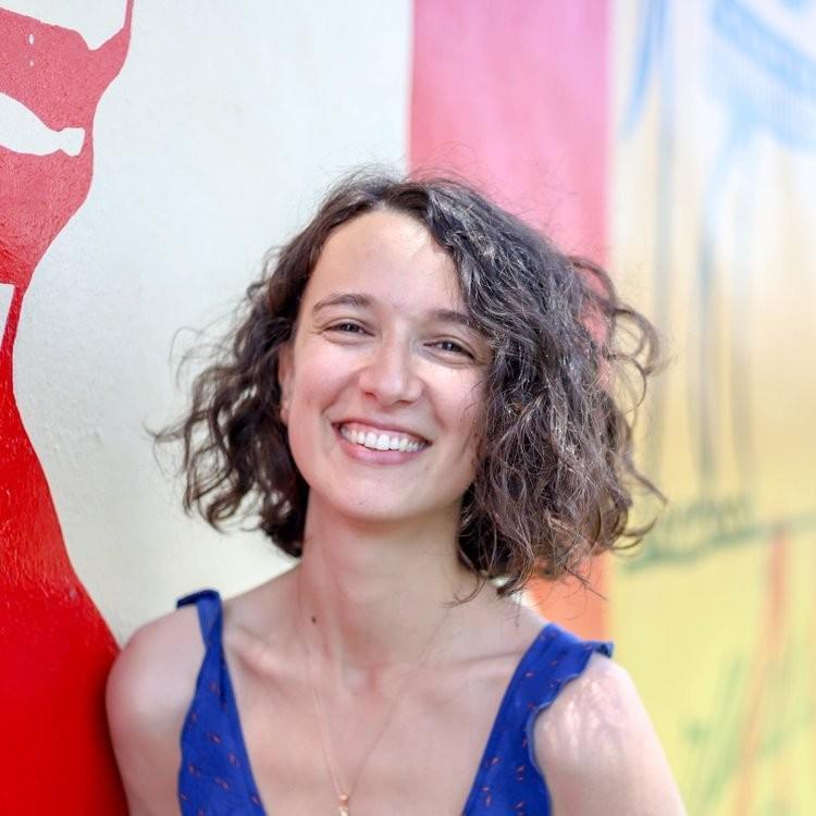 Ester Serrano  UX & Service Designer   www.esterserraz.com    @esterserraz