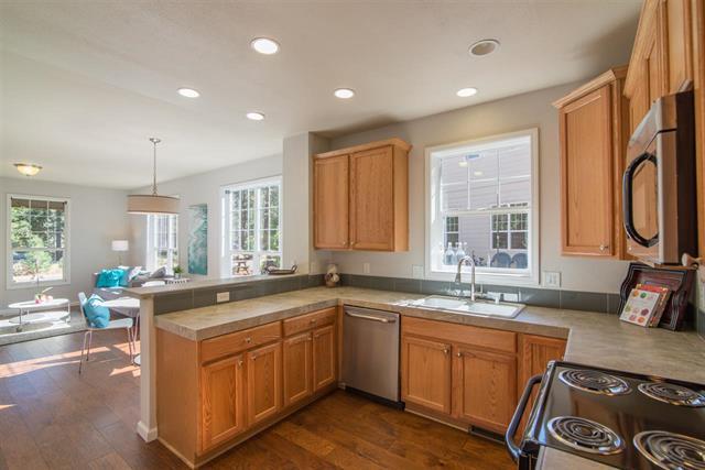 Kitchen with dishwahser