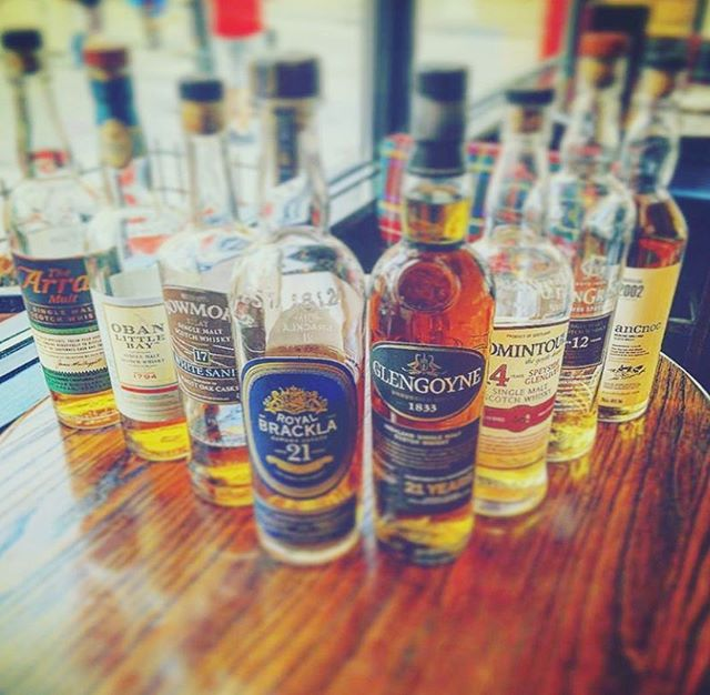 I pretty sure this is the best gift you can get your mama this Mother's Day. A lovely afternoon in the ByWard Market learning about Scotch :) We have 8 delicious expressions this month for only $69.95 🥃  Check out the link in our BIO for all the details and to RSVP! 🏴󠁧󠁢󠁳󠁣󠁴󠁿📸 by our GM @cmiff__ • • 🥃 @bowmore 🥃 @arranwhisky 🥃 @obanwhisky 🥃 @royalbrackla 🥃 @glengoyne 🥃 @tomintoulwhisky 🥃 @glengrantus 🥃 @ancnoc_whisky  #highlanderpubottawa #ottawarestaurants #ottawaevents #ottawamoms #613events #whiskybar