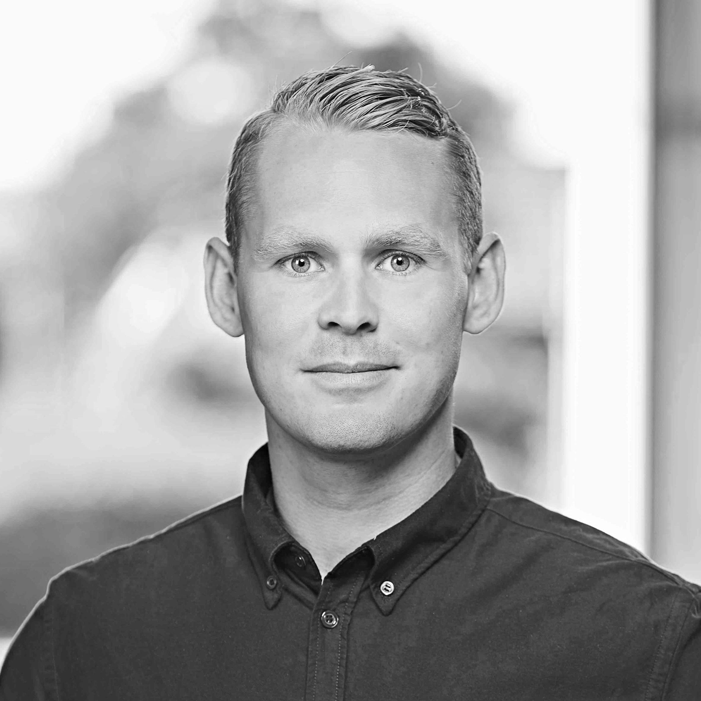 Emil Nørgaard Lüthgens  Vehicle Analyst  emly@letsholo.com   LinkedIn