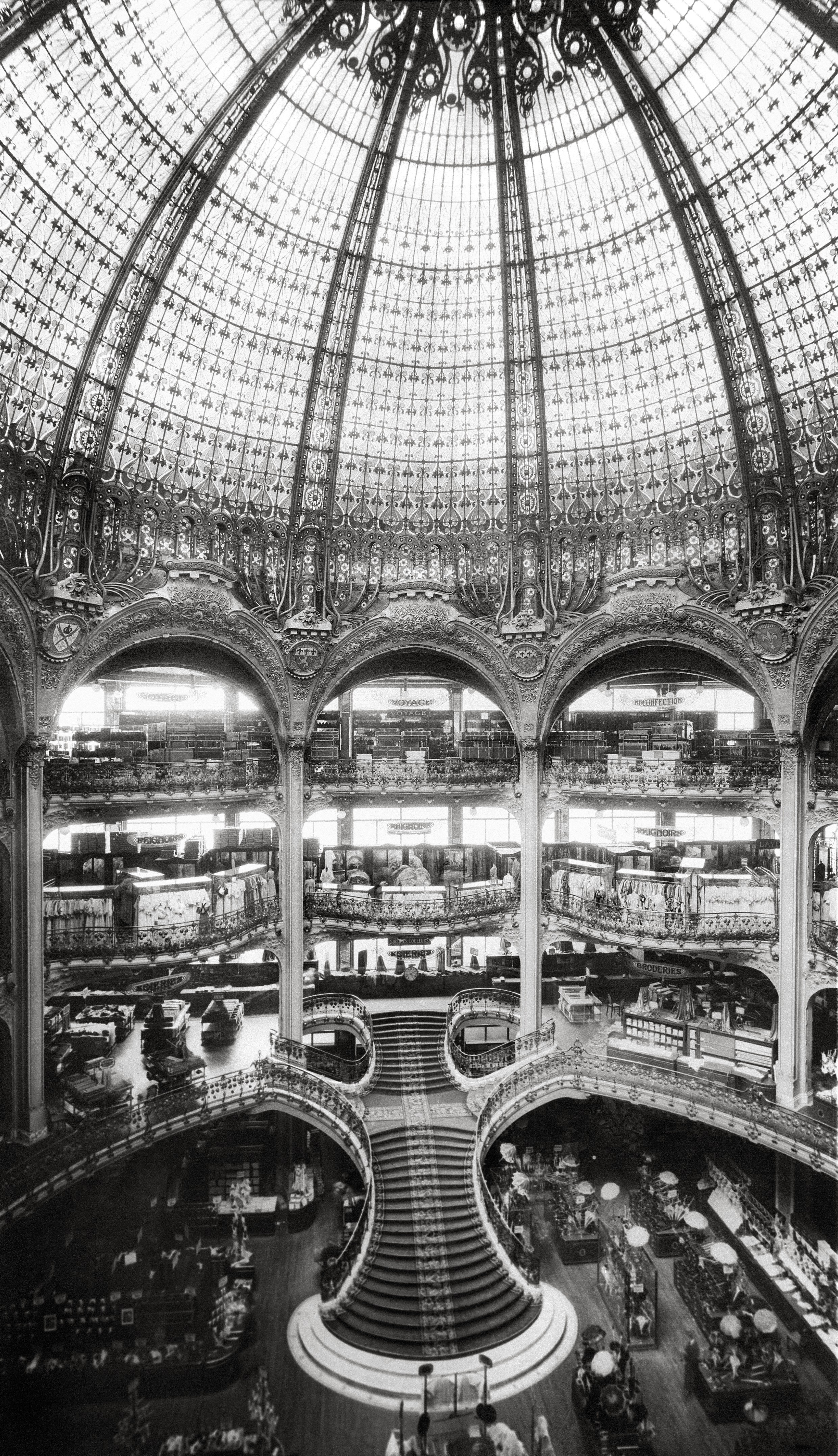 Construction of the main staircase © Archives Galeries Lafayette