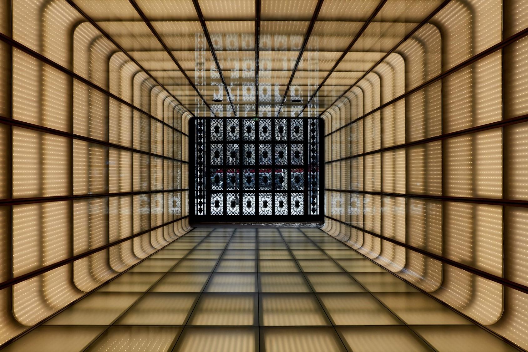 Galeries Lafayette Champs_Elysées Tunnel d'entrée (c) Matthieu Salvaing - avril 2019.jpg