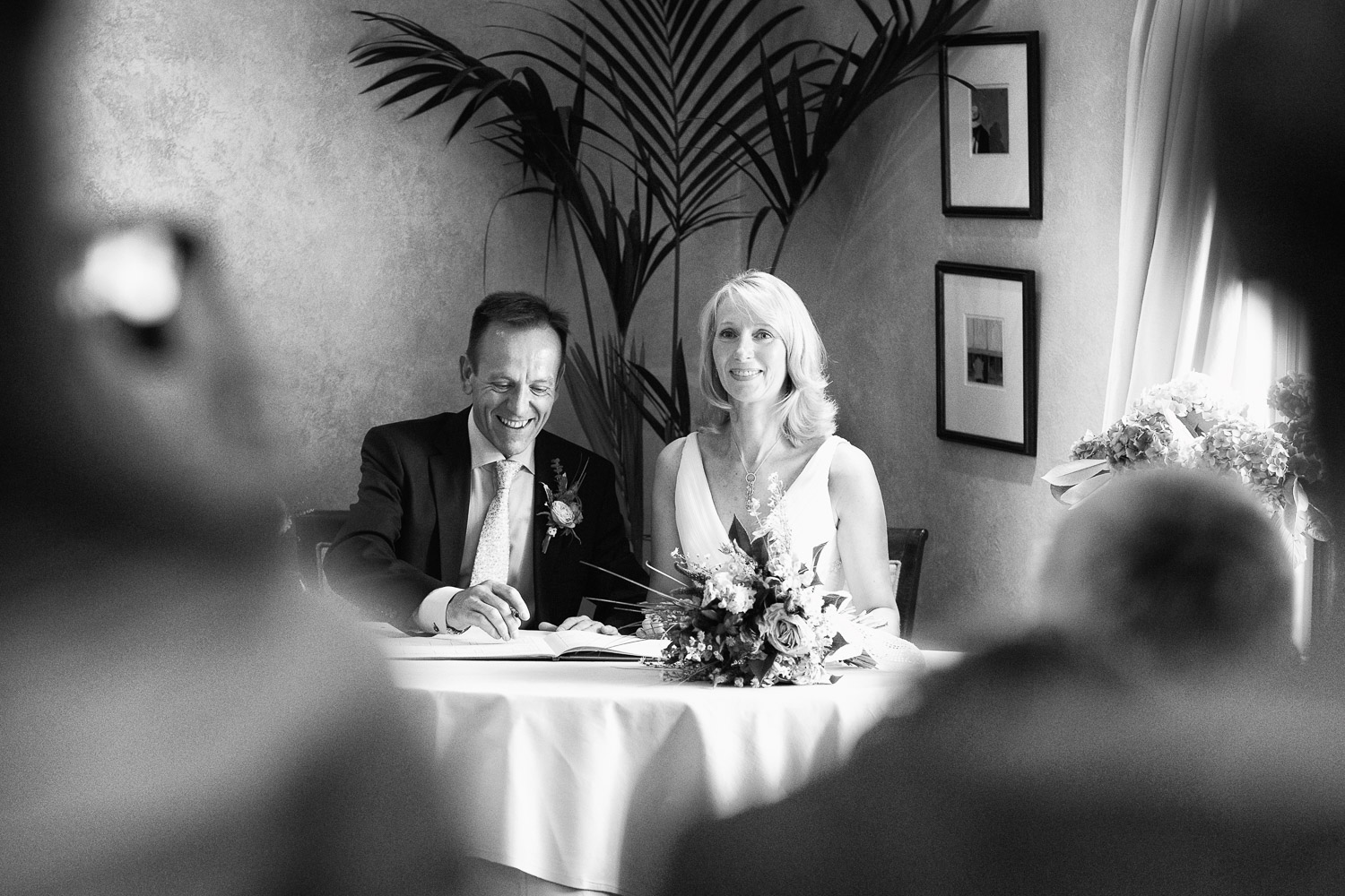 Reportage wedding photography signing the register