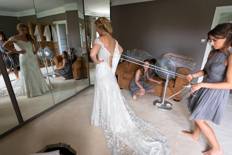 Reportage wedding photography bridal prep