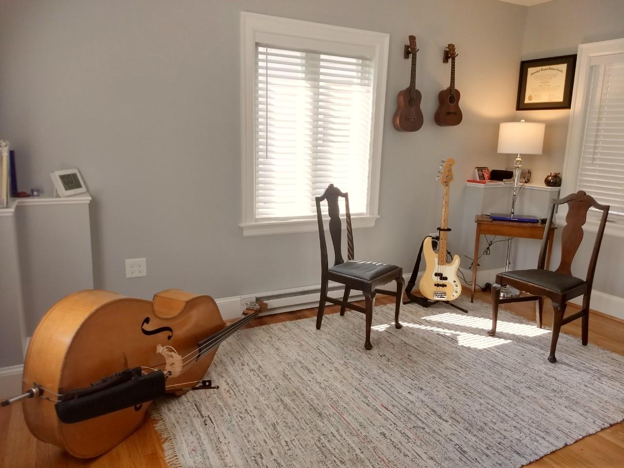 Studio with instruments.