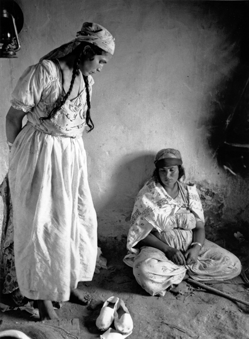 Women in the home - Goulmima, Tafilalt by Charles Henneghien, 1964