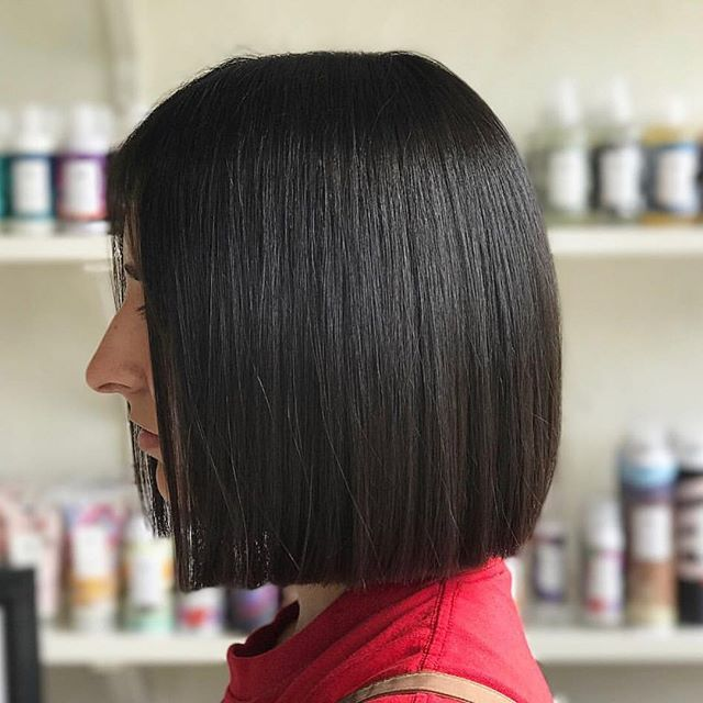 Sometimes it's better to be blunt 💁🏻♀️ throwing it back to this bob because it will never go out of style •hair by Malia• . . . #bluntbob #bobhaircut #behindthechair #hairbrained #modernsalon #americansalon #sleekbob #bob #hairgoals #hairinspo #btcpics #bluntcutbob #modernsalon #hairbrained #americansalon #carytown #rva #rvasalon #rvastylist #beautylaunchpad