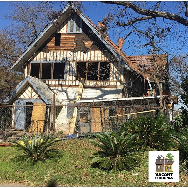 sapreservation #beforeandafter: Another successful #rehab near Ft. Sam Houston! #prettyinpeach#peachykeen#VacantBuildingsProgram#sapreservation #successstory